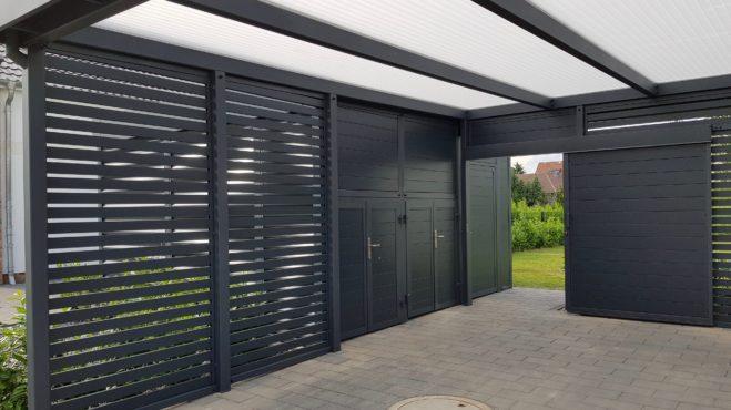 Carport mit Eingangsüberdachung - Carportmaster Projekt 19-P-2332 - 55294 Bodenheim - Carportbild 09 - Flügeltüren zweiflügelig für Mülleinhausungen und extra breiter Schiebetür zum Garten